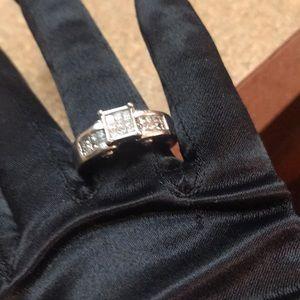 14 Karat Diamond White Gold Diamond Ring